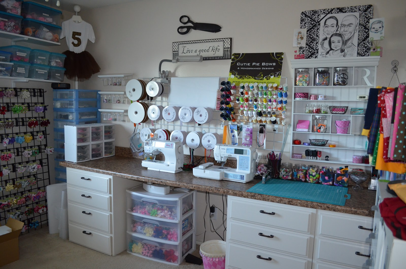 Craft studio workspace creative crafts for for Home decor arts and crafts ideas